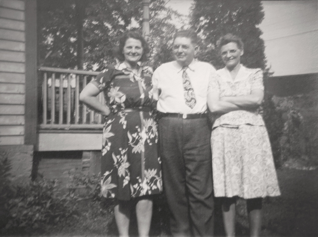 1945 Murosky Family Gathering
